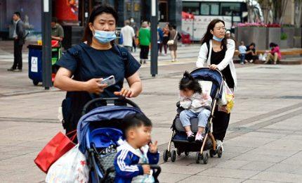 Calo natalità, Cina autorizza famiglie ad avere fino a tre figli