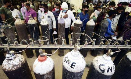 In India code di ore per l'ossigeno, arrivano i primi aiuti Usa
