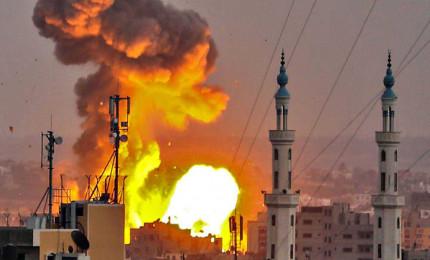 Raid di Israele su Gaza, almeno 20 morti palestinesi. Lanciati centinaia di razzi