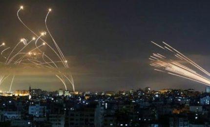 Nuovi raid dopo una domenica di sangue, bombe su tunnel Hamas a Gaza