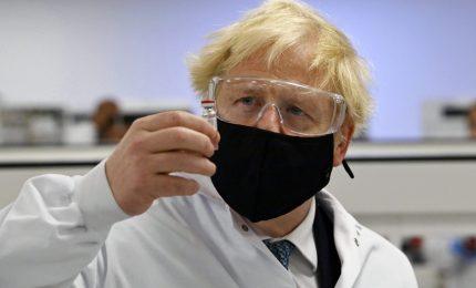 Nel Regno Unito si sperimenta la terza dose del vaccino anti-Covid