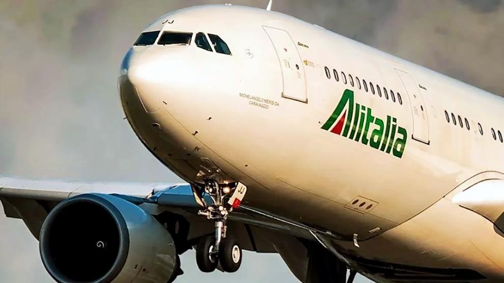 """Alitalia mangiasoldi, niente stipendi e compagnia a rischio. I commissari: """"La situazione è molto critica"""""""