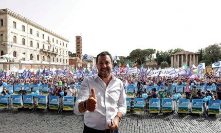 """Lega in piazza, Salvini """"avvisa"""" Anm: pronti per le firme. E rilancia unità centrodestra"""