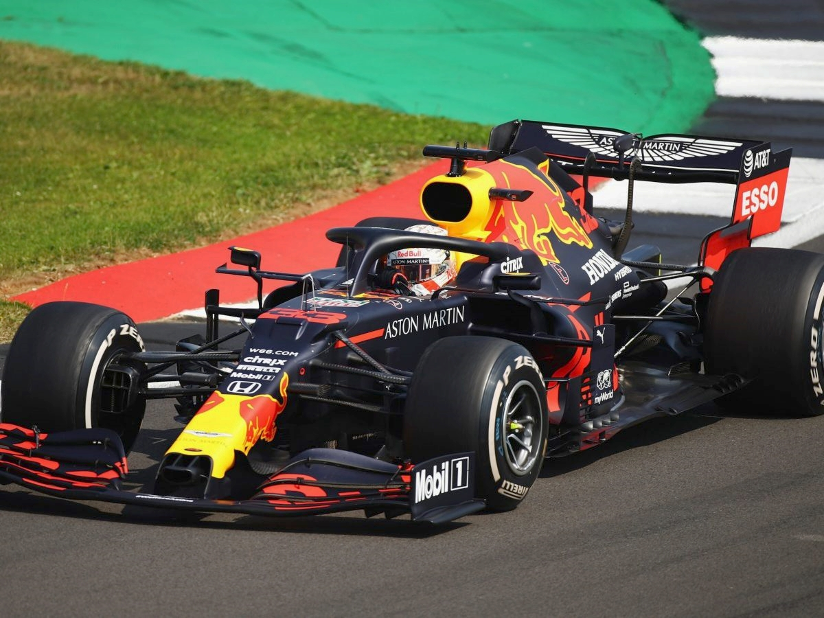 Verstappen vince con un sorpasso al penultimo giro. Male Ferrari