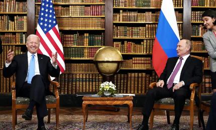 """Vertice Biden-Putin a Ginevra, clima """"costruttivo"""" e """"un lampo di fiducia"""""""