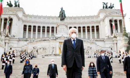 """Ora costruire il futuro dell'Italia. """"La storia siamo noi"""", Mattarella cita De Gregori"""
