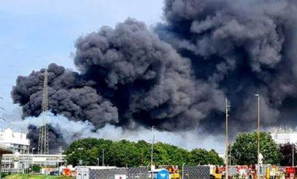 Ci sono vittime nell'esplosione in un impianto chimico di Leverkusen