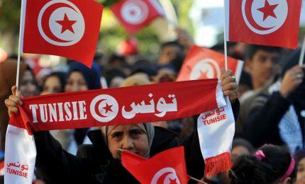 Caos a Tunisi, presidente Kais Saied accusato di colpo di Stato