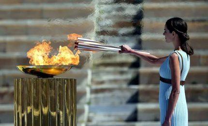 La fiamma olimpica arriva a Tokyo: cerimonia nello stadio vuoto