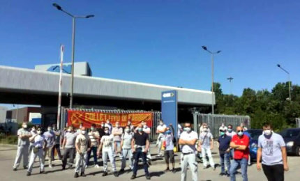 La Gkn licenzia 422 persone via mail, insorgono sindacati