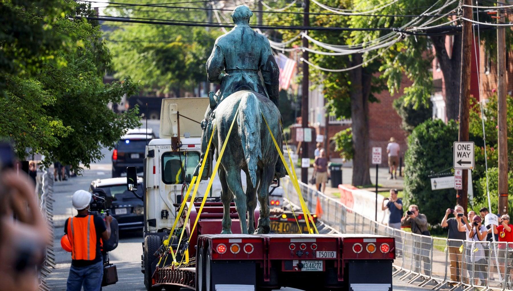 La rimozione delle statue e la teoria critica della razza: strada per una migliore America?