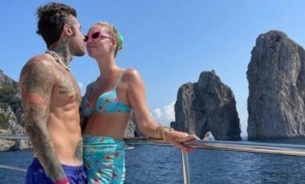 Chiara Ferragni e Fedez su uno yacht al largo di Capri