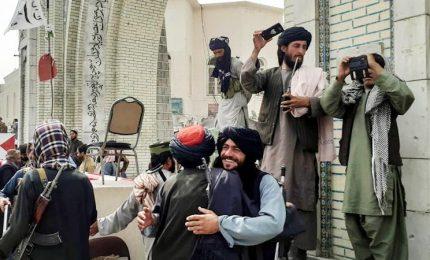 I talebani festeggiano: ottenuta piena indipendenza