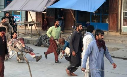 Doppia esplosione Kabul, almeno 13 morti. Nessuna vittima fra italiani