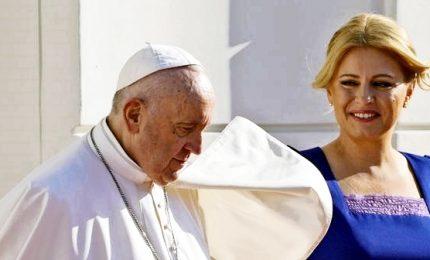 Bergoglio: servono cristiani adulti, la Chiesa lasci libertà interiore