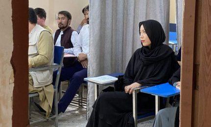 Afghanistan, uomini e donne divisi da tende: riprende università
