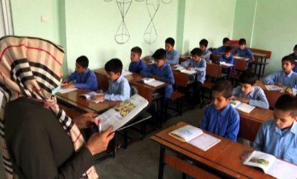 Afghanistan, a Kabul i bambini tornano a scuola con i talebani al potere