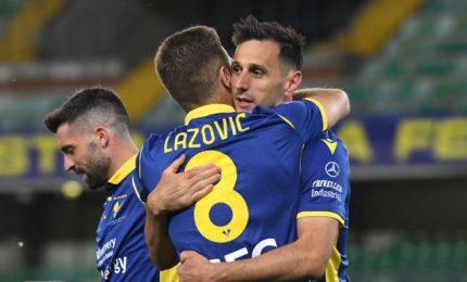 Roma battuta a Verona 3-2, Lazio pari col Cagliari 2-2