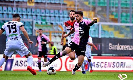 Un grande Palermo affonda un brutto Foggia: 3-0. Applaudito Zeman