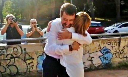 Abbraccio Meloni-Salvini. Cesa li ammonisce: siamo uniti